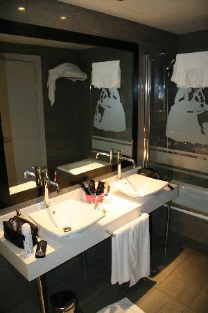 Hotel Meninas - Boutique Hotel : salle de bains