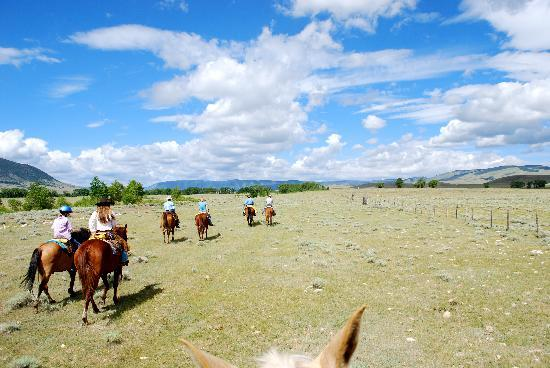 Vee Bar Guest Ranch: Riding across the range