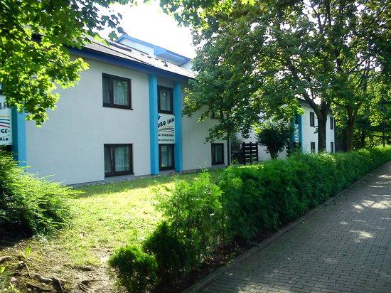 Euro Inn - Hostel: Außenansicht