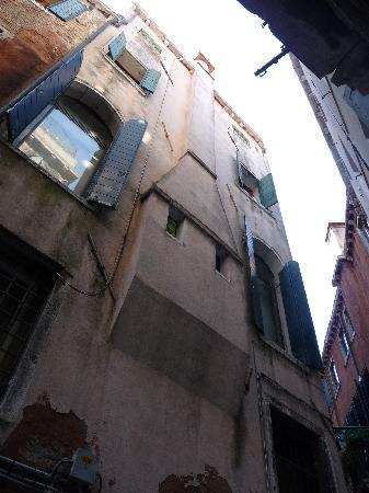 Alla Fraterna B&B : the flat is on the third floor of this building, in a small quiet street