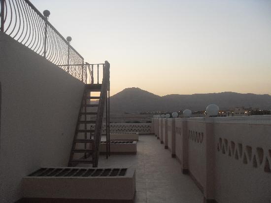 Desert Paradise Lodge: The moutains