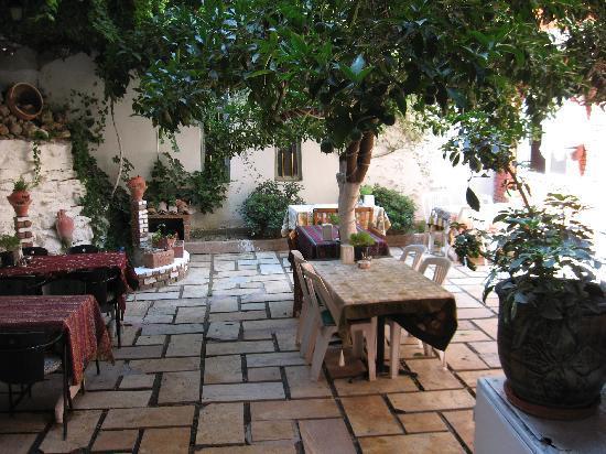 Artemis Hotel: レストラン