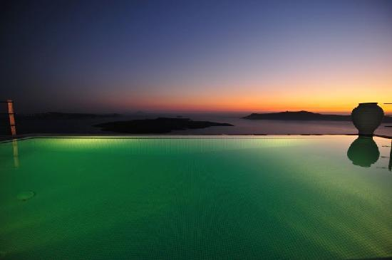 Homeric Poems: Infinity pool