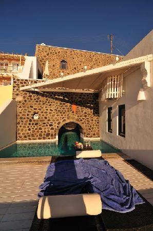 Homeric Poems: Private pool