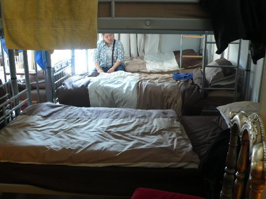 4 Star Hostel: letti