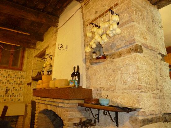 Trattoria La Grotta Da Concetta: L'interno del ristorante