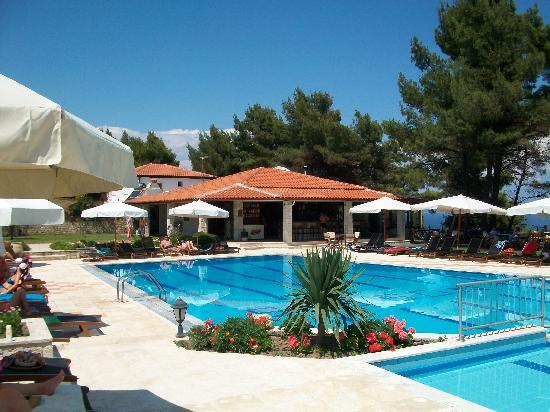 Nostos Hotel: The superb pool and bar area.