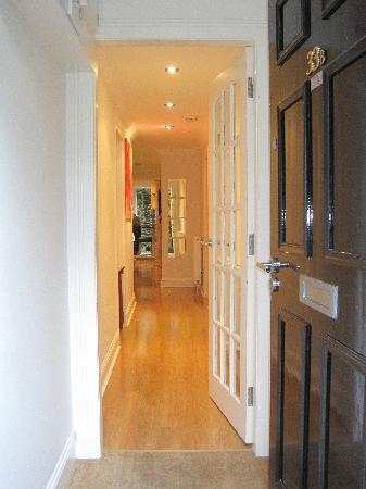 Albany Street Apartments : entrance hall