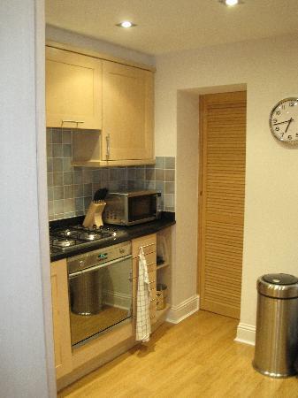 Albany Street Apartments : kitchen