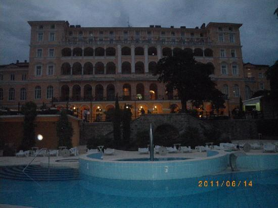 Hotel Kvarner Palace: Crikvenica: Falkensteiner Hotel Therapia-night view