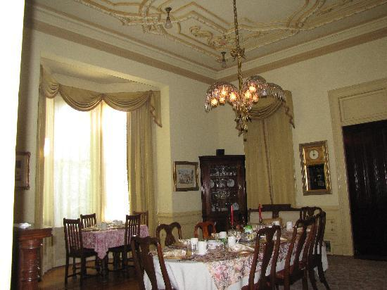 The McClelland-Priest Bed & Breakfast Inn: Diniing Room