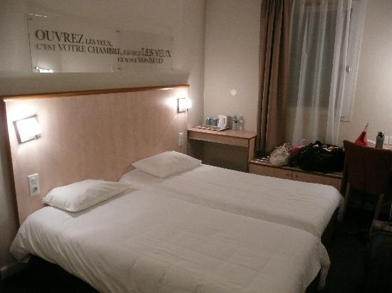 Kyriad Lyon Centre - Croix Rousse: The spacious double room