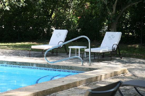 Auberge de Noves : Pool detail