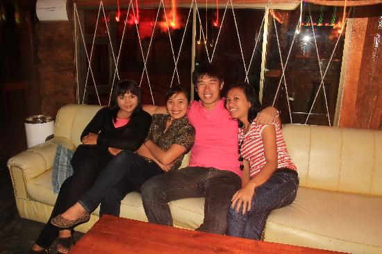Samosir Cottages resort: shanty,chichy,me and jelita. very nice of them to bring me out for a drink after working hours a