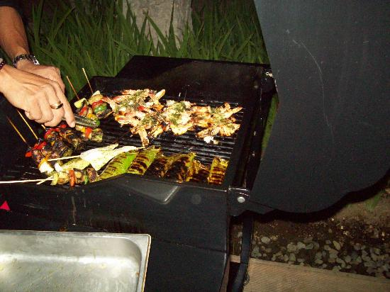 Ametis Villa: Seafood barbeque in our villa at night