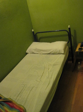 Paraiso Travellers Hostel: Cot