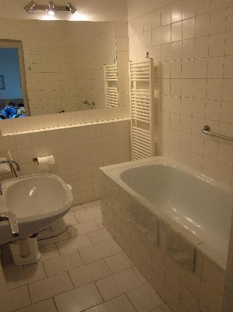 Lida Guest House: En suite bathroom