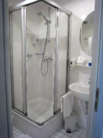 Hotel und Tafernwirtschaft Fischer: Bathroom