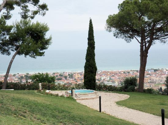 Il Parco Sul Mare Resort & SPA: GIARDINO DELL'ALBERGO