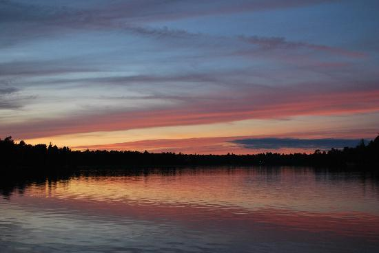 Black Bear Lodge: Sunset from the dock