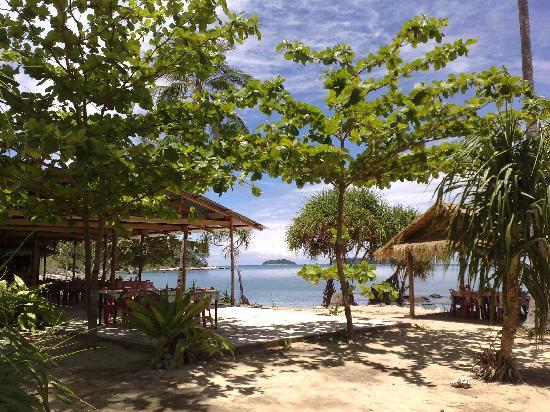 Bon Island Restaurant : Outdoor dining