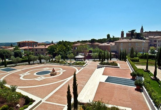 Hotel Residence San Gregorio: Piazza dell'Hotel