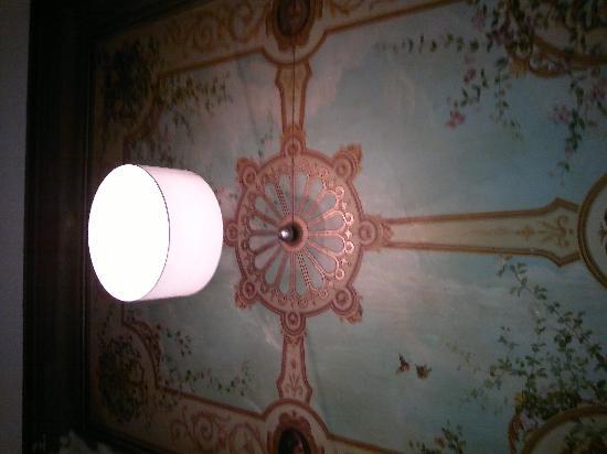 Pensao Residencial Jardim: Living Room Ceiling