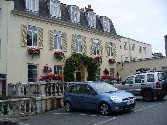 Les Rocquettes: Original exterior of hotel
