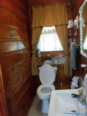 The Catskill Motel : bathroom