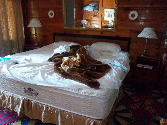The Catskill Motel: the bed