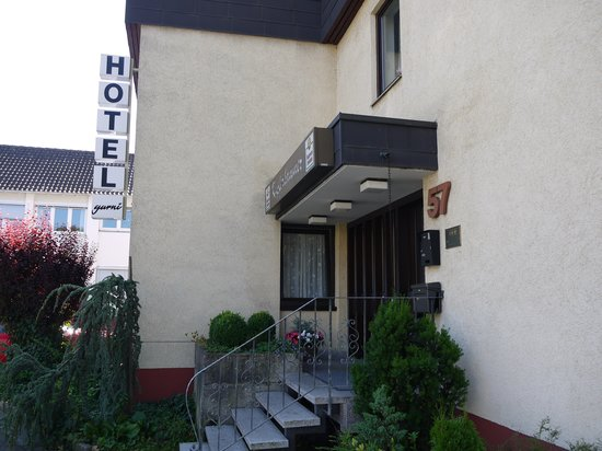 Hotel Garni Kupferhammer: entrance from the street