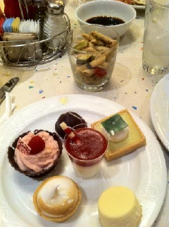 Cafe Lago Buffet: This dessert may look delicious, but that's about it...