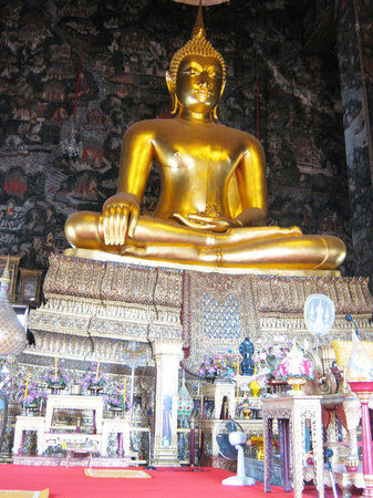 The golden Buddha in the main hall of Wat Suthat