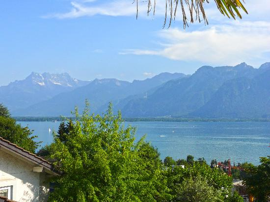 A Room With A View Bed and Breakfast Montreux: B&B Bed and Breakfast Chambre d'hotes Gästezimmer Montreux  ROOMWITHAVIEW.CH