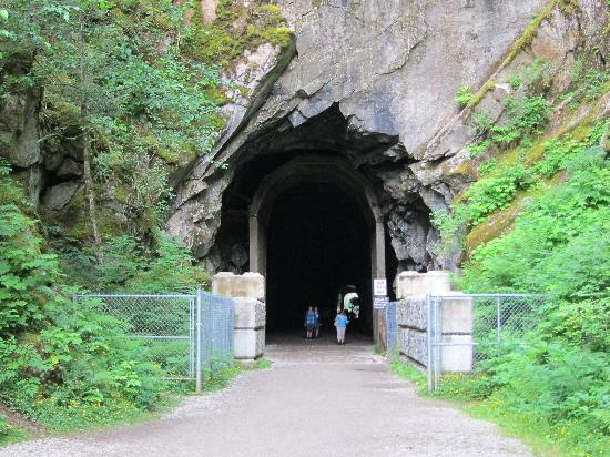 Othello Tunnels: Start of the walk to the tunnels.