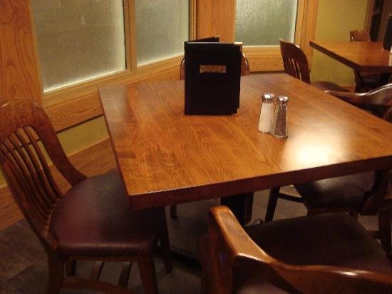 BEST WESTERN PLUS Ramkota Hotel: Lounge table - large and new