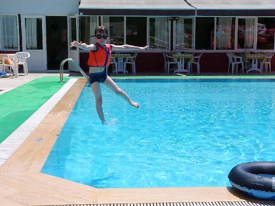 Malibu Apartments: malibu apart bar and pool area