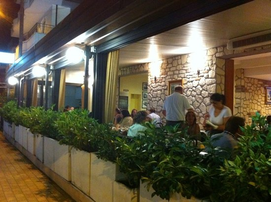Da Lele: ristorante esterno