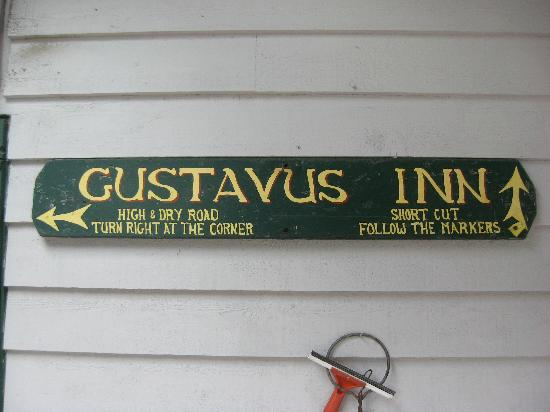 Gustavus Inn at Glacier Bay: Sign at the entrance