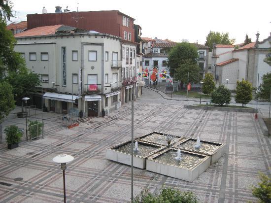Hotel Dona Sofia: View onto the square