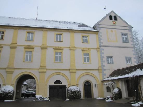 Schloss Weitenburg: Front Facade