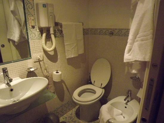 Suite Artis Barberini: bathroom