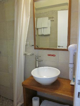 Zorzis Hotel: Bathroom2
