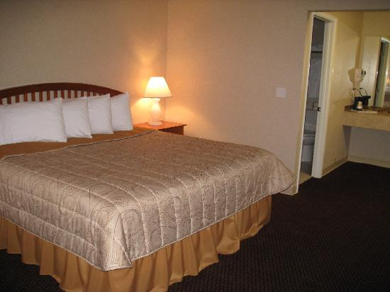 Howard Johnson Traverse City: Guest room