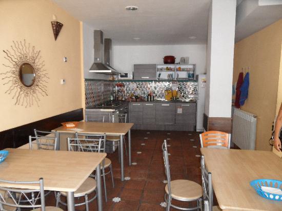 Oasis Backpackersu0027 Hostel Granada: Kitchen