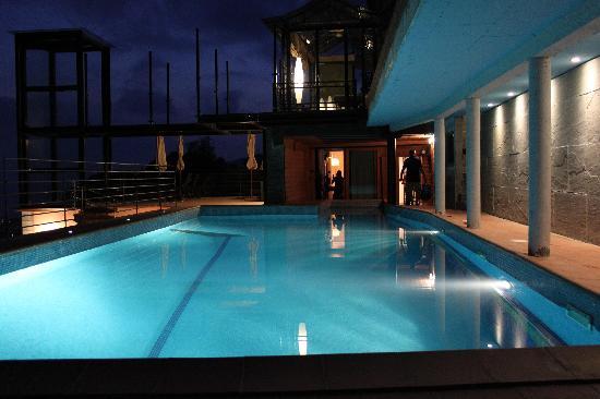 B&B Chincamea: La piscina del Chincamea (notturno)