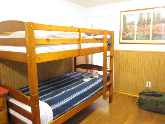 Bear Creek Cabins: Bunk Bed