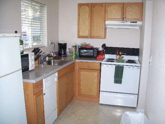 Clear Lake Cottages & Marina: Kitchen in Cabin 27