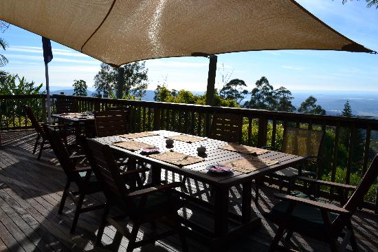 Tamborine Mountain Bed & Breakfast : The wonderful verandah with its awesome views