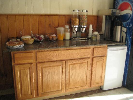 Mid Town Hotel : FREE Cancellation • Breakfast